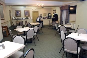 Find a comfortable seat for breakfast at Best Western Twin Islands