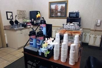 Enjoy breakfast at the Best Western Twin Islands
