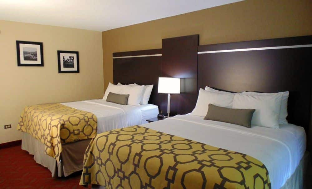 2 Queen Bed Room At Baymont Inn & Suites Gatlinburg On The River