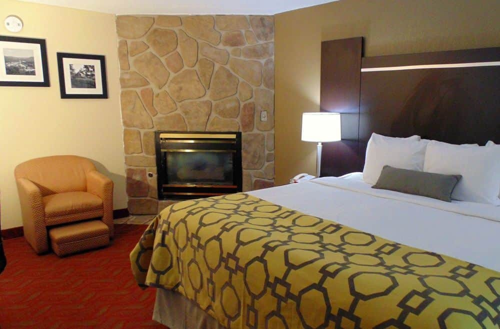 King Room With Fireplace at Baymont Inn & Suites Gatlinburg On The River