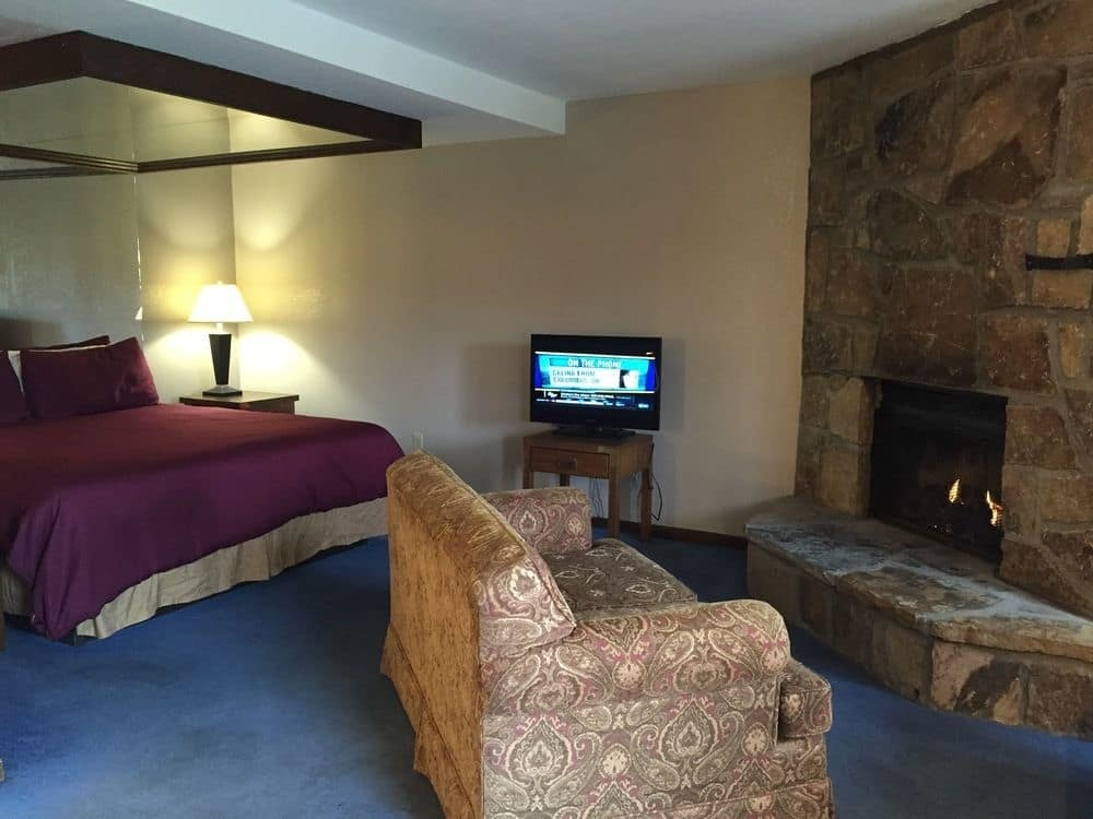 Sidney James Mountain Lodge King Suite Room With Fireplace